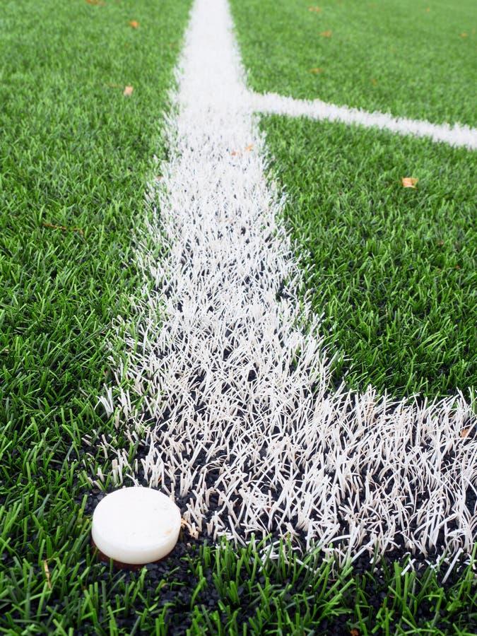 Coin de terrain de jeu du football sur le playgroun vert artificiel passionné de gazon image stock
