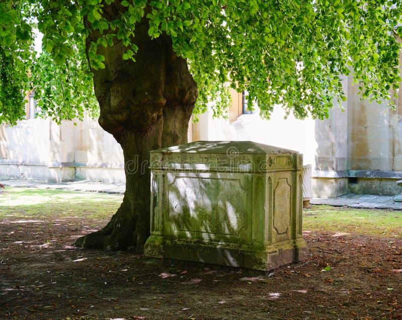 Coin paisible de cimetière à une église en Windsor England image stock