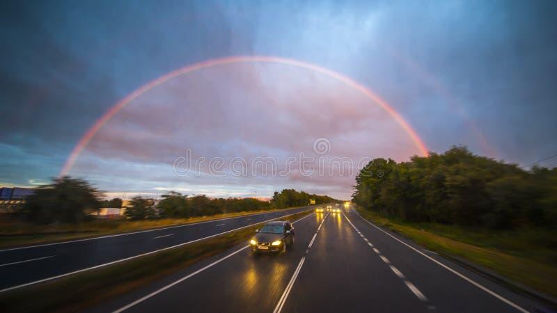 Coincidencia con el arco iris doble imagen de archivo libre de regalías