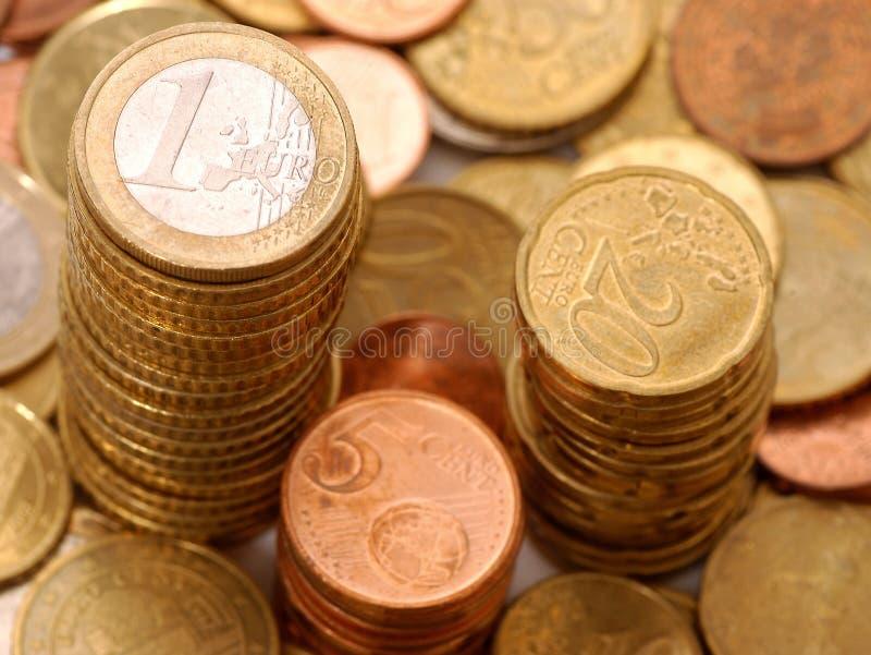 coins eurostapeln arkivbilder