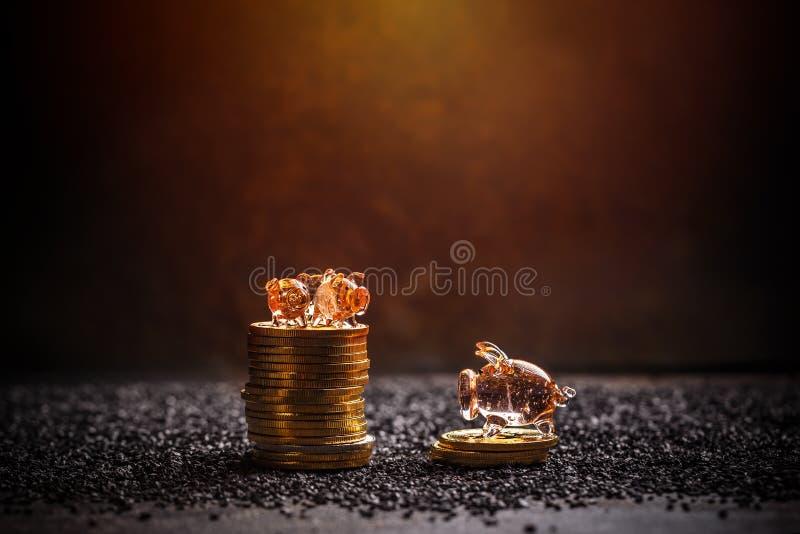 coins sparande för stapel för begreppshandpengar skyddande arkivfoto