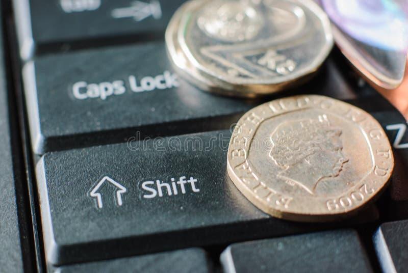 coins tangentbordet royaltyfria bilder