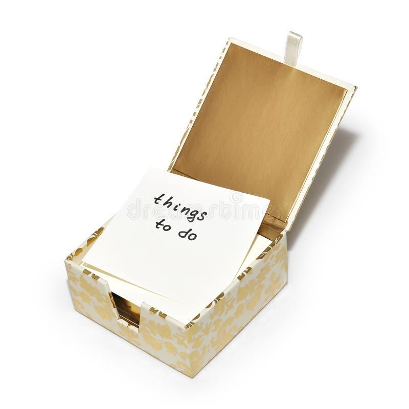 Coisas para fazer completamente - uma nota em uma caixa extravagante das notas foto de stock royalty free
