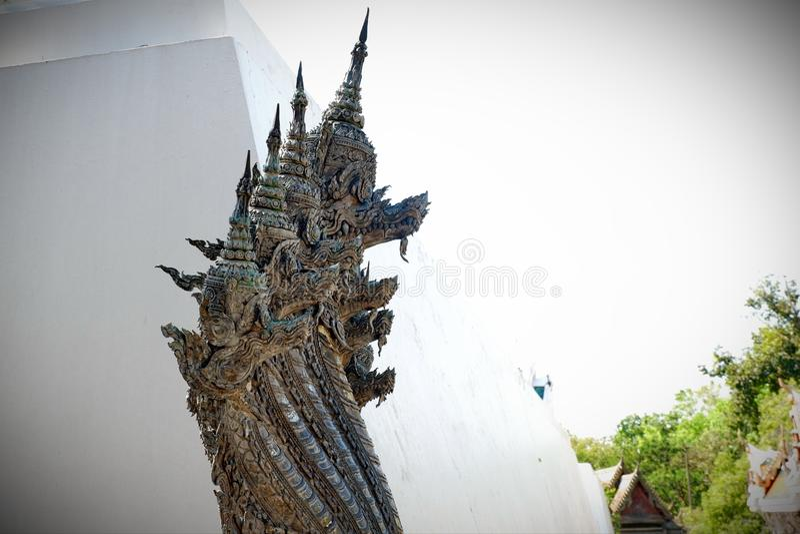 Coisas sagrados da estátua do Naga que respeito dos budistas fotografia de stock