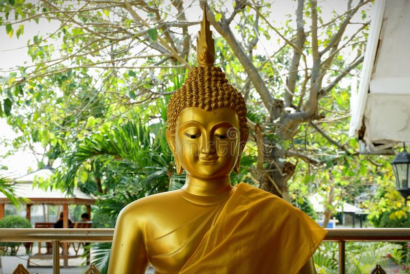 Coisas sagrados da est?tua da Buda que respeito dos budistas foto de stock royalty free