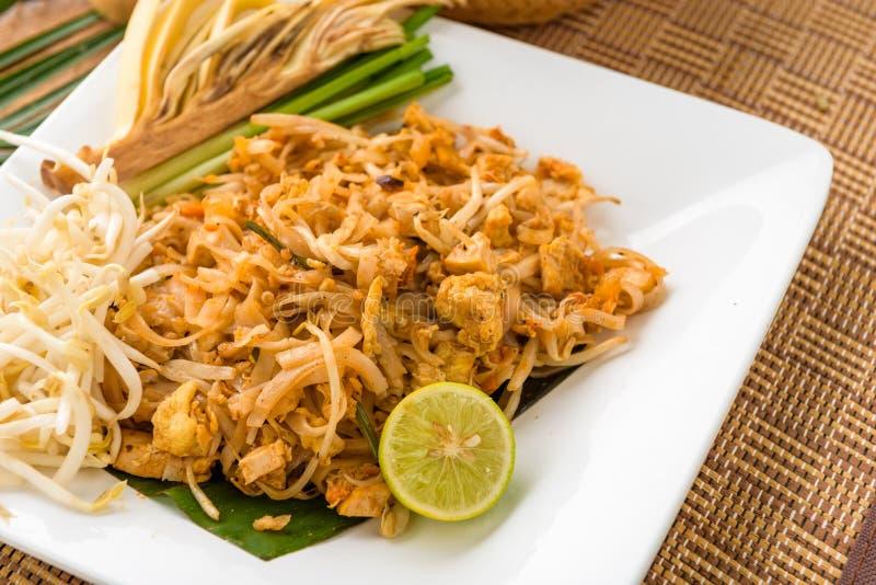 Cojín tailandés de la comida tailandés, tallarines del sofrito con el camarón y x28; chinese& x29; , adju fotos de archivo