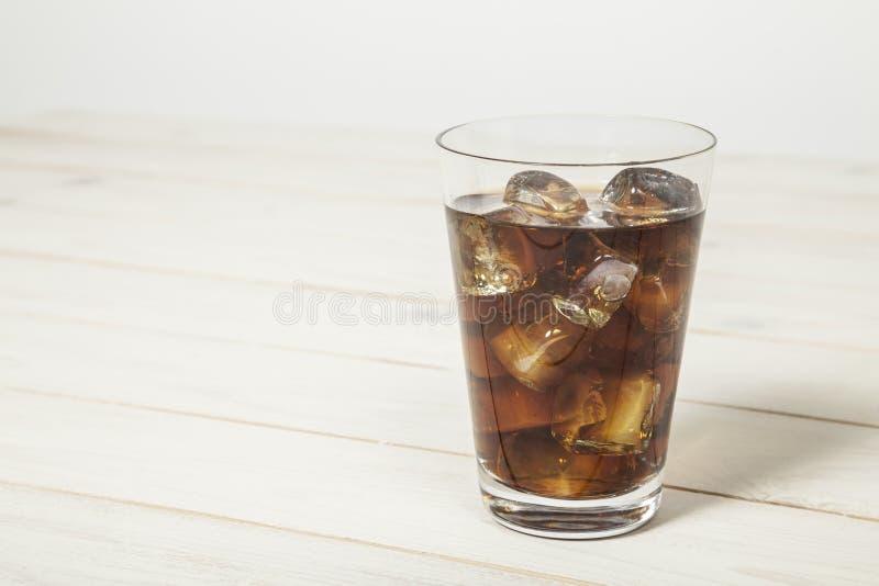 Coke sur la table photo stock