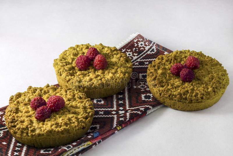 Cokies friáveis caseiros deliciosos do biscoito amanteigado com framboesas fotos de stock