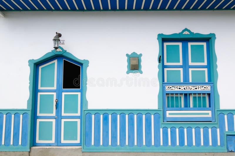 Colômbia, região de Coffe, rua na vila de Salento foto de stock