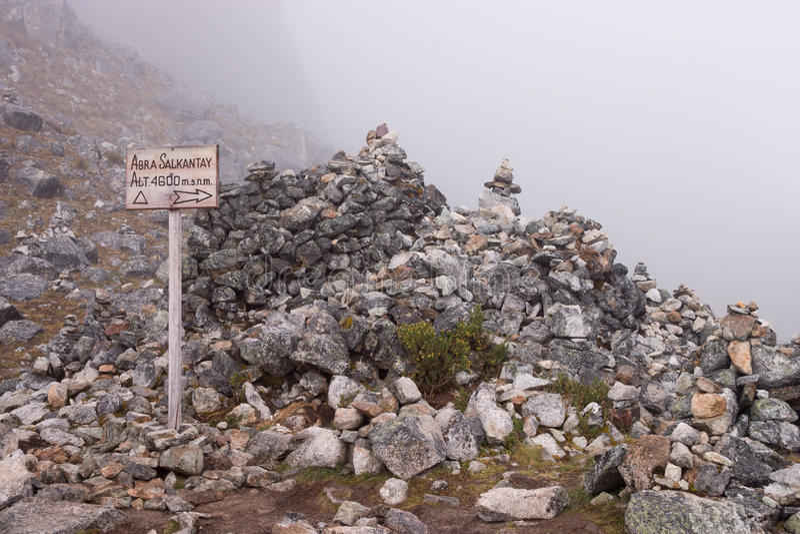 Col alla traccia salcantay al CA 4600 metri fotografie stock libere da diritti