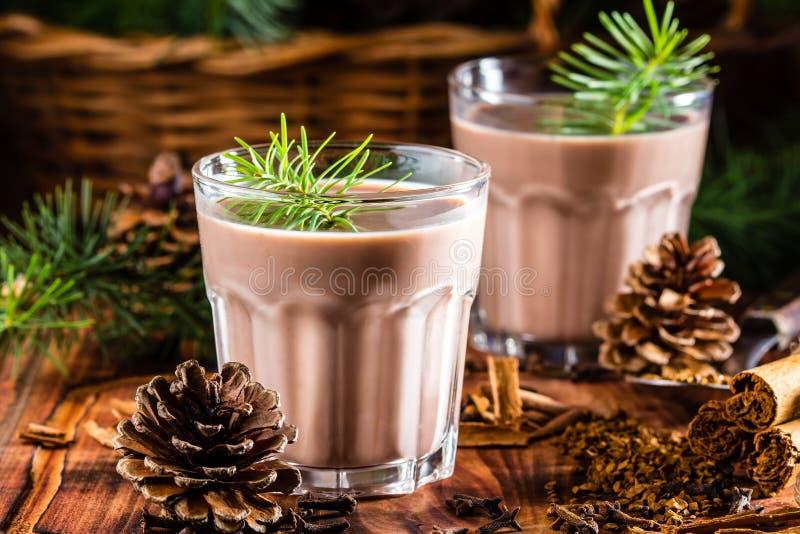 A cola chilena tradicional de da bebida do Natal mono - monkey a cauda imagem de stock royalty free