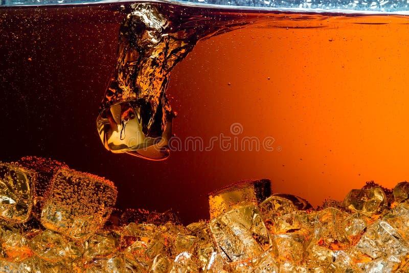 Cola con ghiaccio. Fondo dell'alimento immagini stock libere da diritti