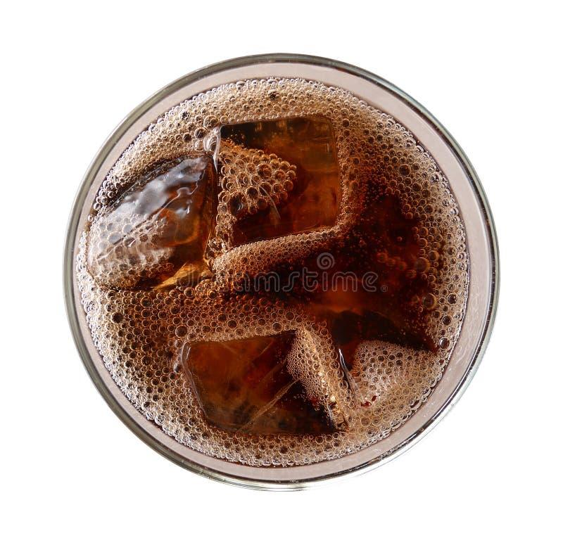 Cola con los cubos de hielo en la visión superior de cristal aislados en el backgrou blanco foto de archivo libre de regalías