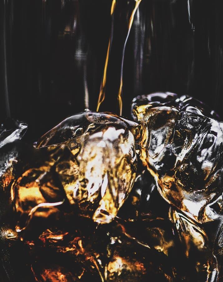 Cola con los cubos de hielo foto de archivo libre de regalías