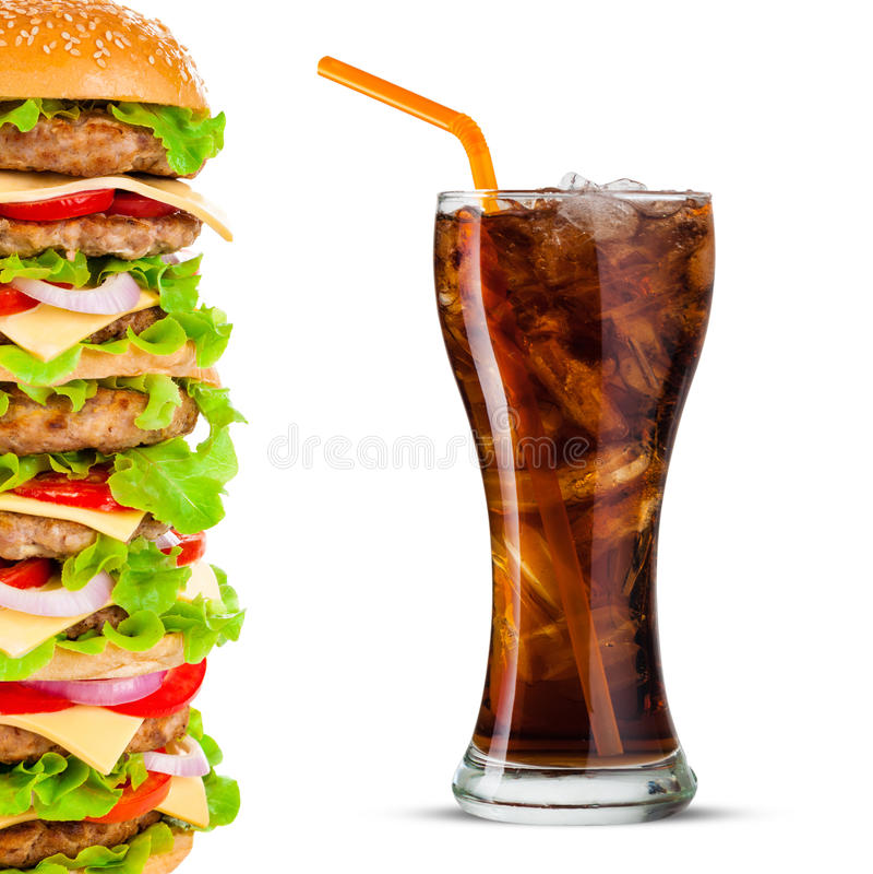 Cola e Hamburger grande no fundo branco foto de stock royalty free