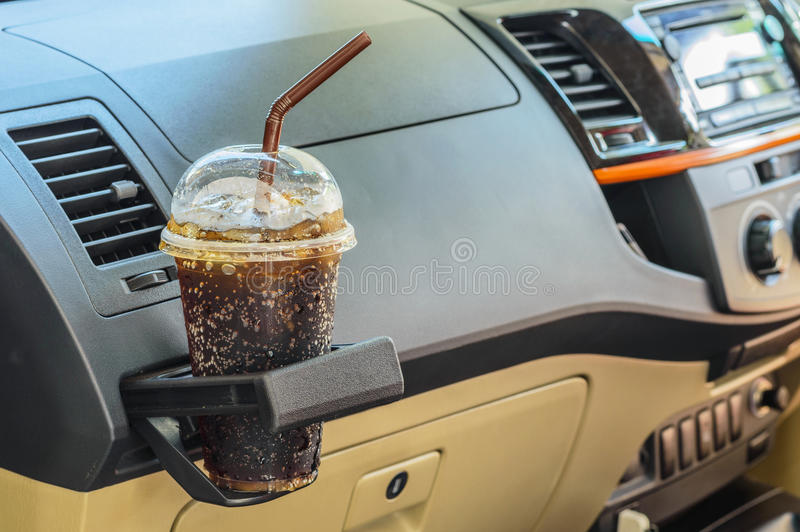 Cola i en bilinre royaltyfri fotografi