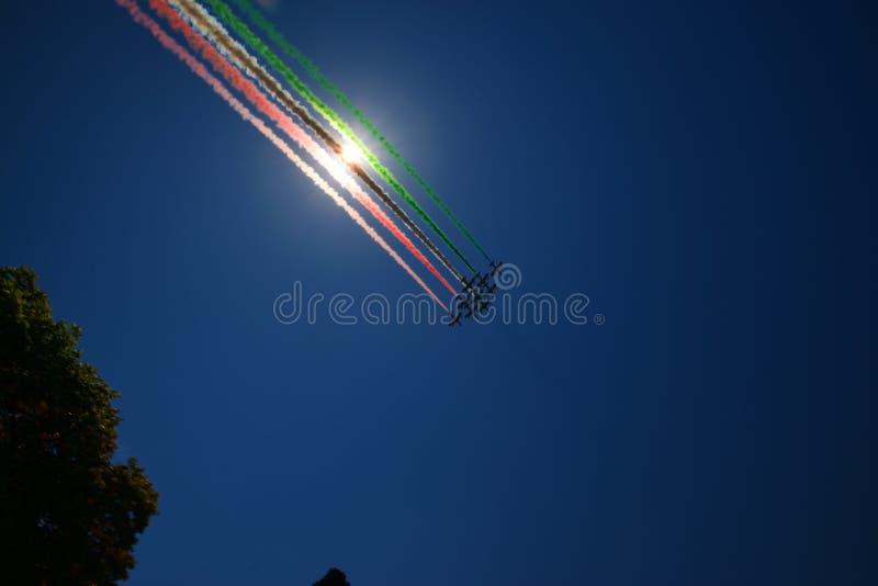 Cola italiana de la bandera de Frecce Tricolori fotos de archivo