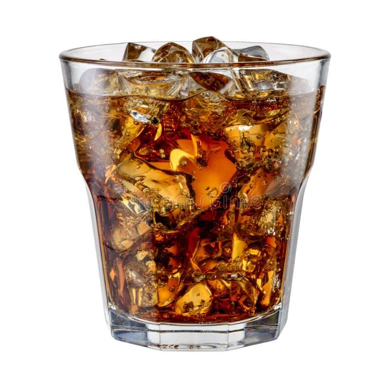 Cola med iskuber som isoleras på vit Med den snabba banan arkivbild