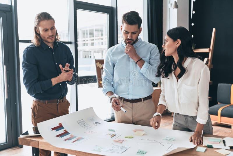A colaboração é uma chave aos melhores resultados Grupo de seguro novo imagens de stock