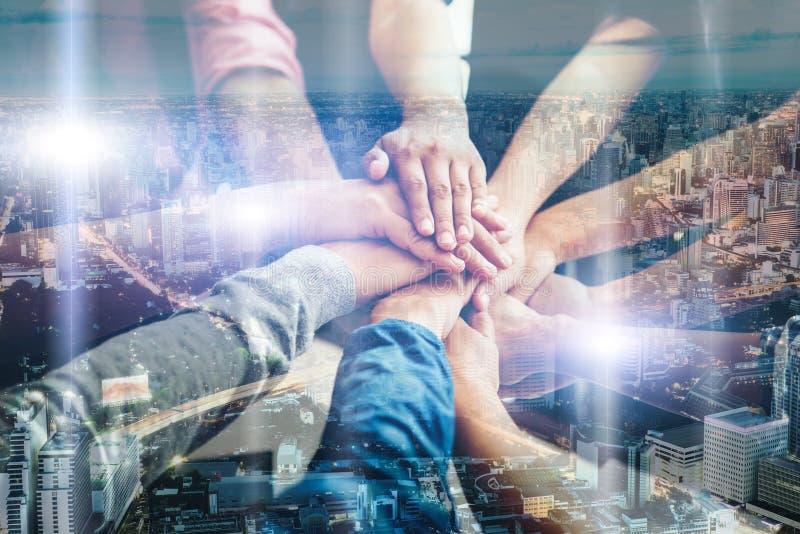 Colaboração da unidade dos trabalhos de equipa, conceito dos trabalhos de equipa do negócio imagens de stock
