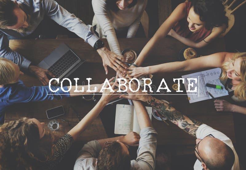 Colabora el concepto del trabajo en equipo de la ayuda de la cooperación de la colaboración imagenes de archivo
