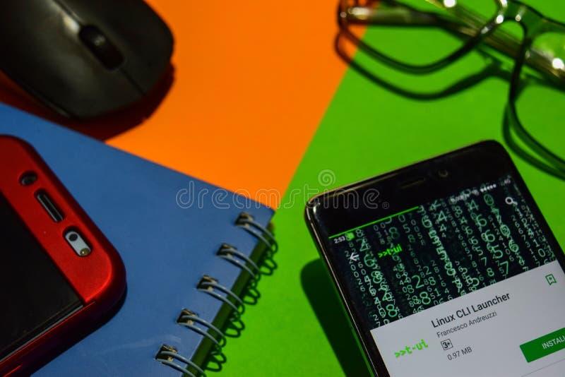 Colaborador app do lançador de Linux CLI na tela de Smartphone imagens de stock royalty free