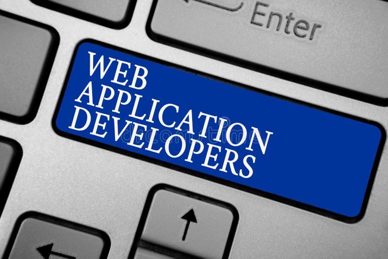 Colaboradores de aplicação web do texto da escrita da palavra Conceito do negócio para o software de programação k prateado cinze ilustração royalty free