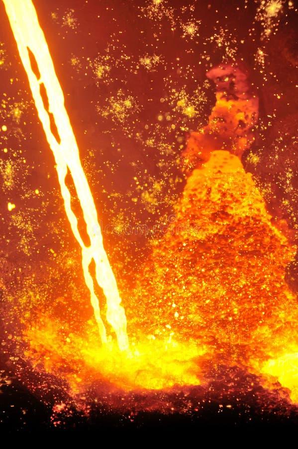Colada de acero caliente fundida foto de archivo