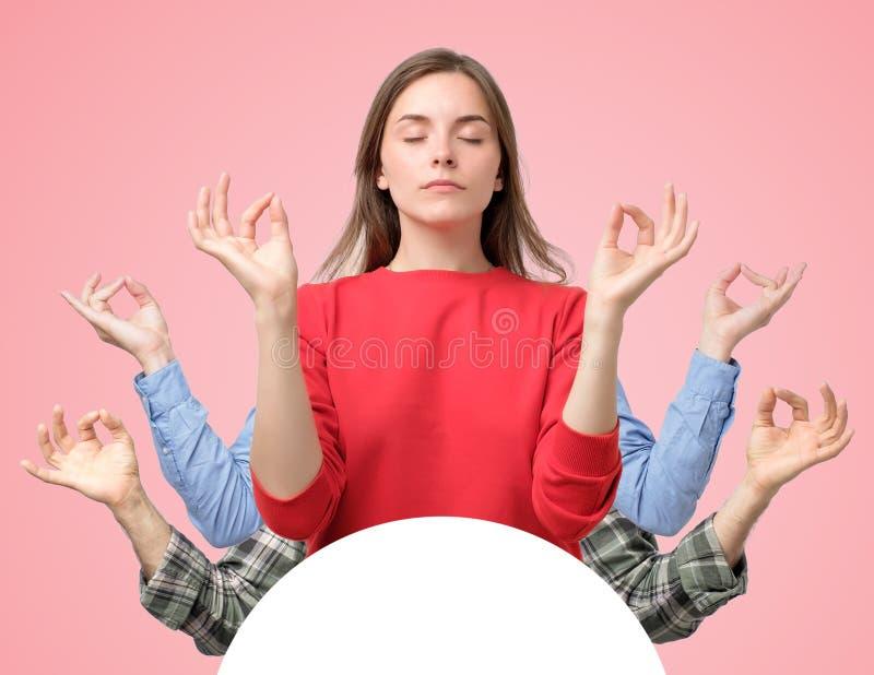 Colagem da mulher e das duas mãos dos homens que tentam relaxar meditar com olhos fechados imagem de stock