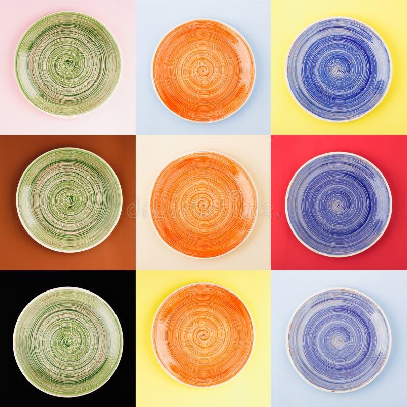 Colagem de diferente colorida em volta das placas cerâmicas com teste padrão espiral imagens de stock royalty free
