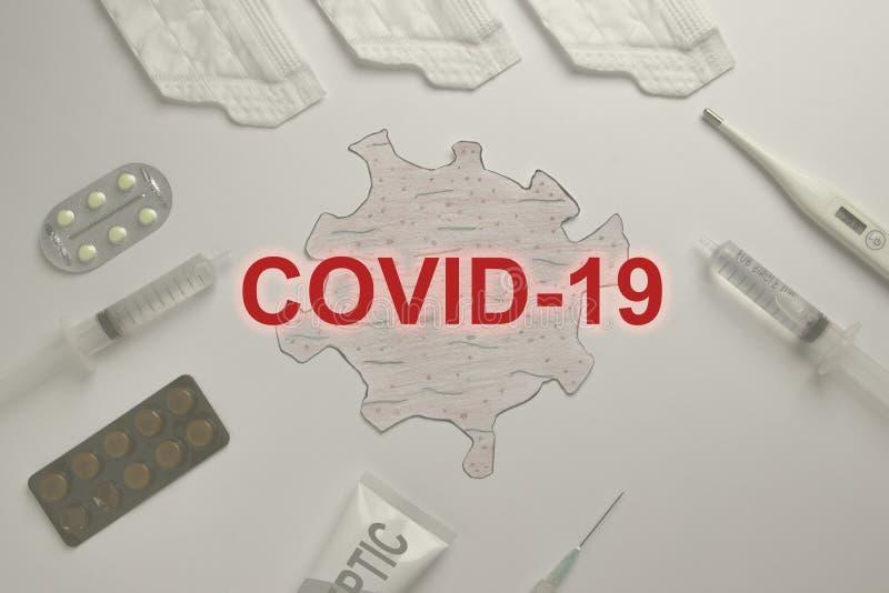 Colagem de equipamento médico Bactéria do vírus Corona Word COVID-19 Desenho da bactéria fotos de stock royalty free