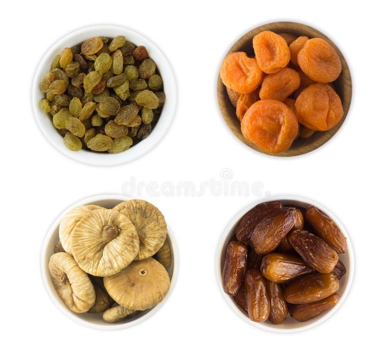 Colagem de frutos secados diferentes Passas, datas, abricós secados, figo isolado no fundo branco imagem de stock