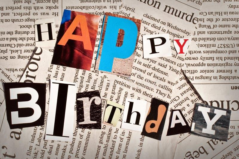 Colagem do feliz aniversario com letras do jornal e do compartimento fotografia de stock