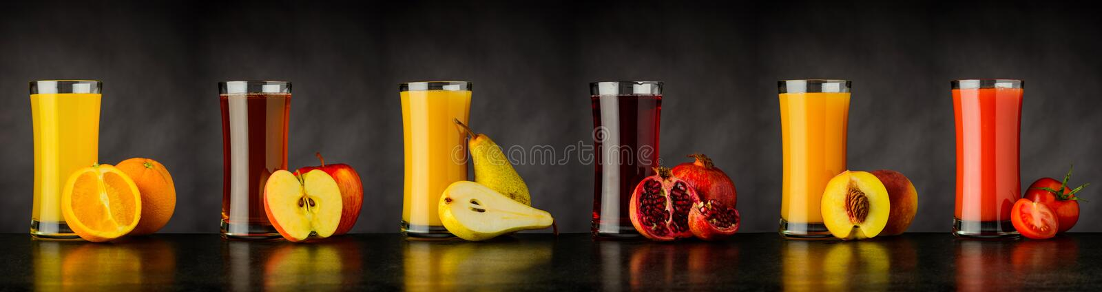 Colagem do fruto fresco Juice Drinks no vidro foto de stock royalty free