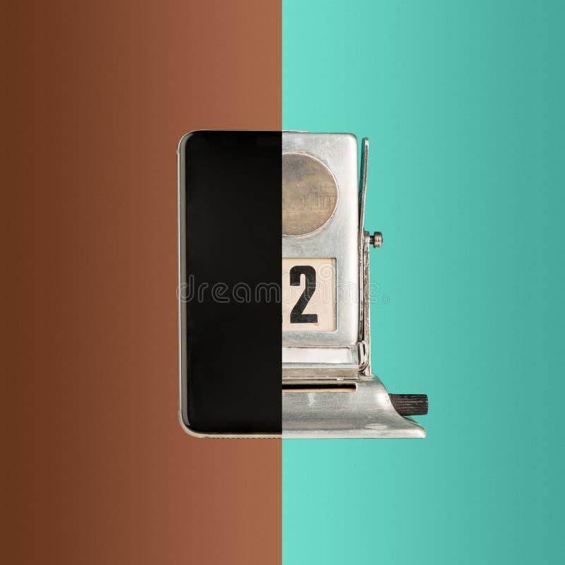A colagem do telefone e do calendário velho imagem de stock