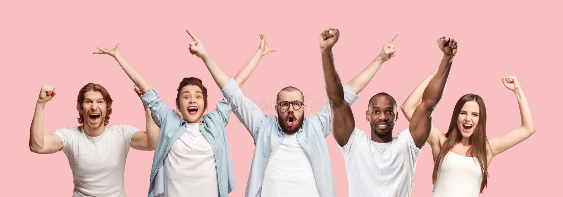 Colagem dos homens e das mulheres felizes de vencimento do sucesso que comemoram sendo um vencedor fotos de stock royalty free