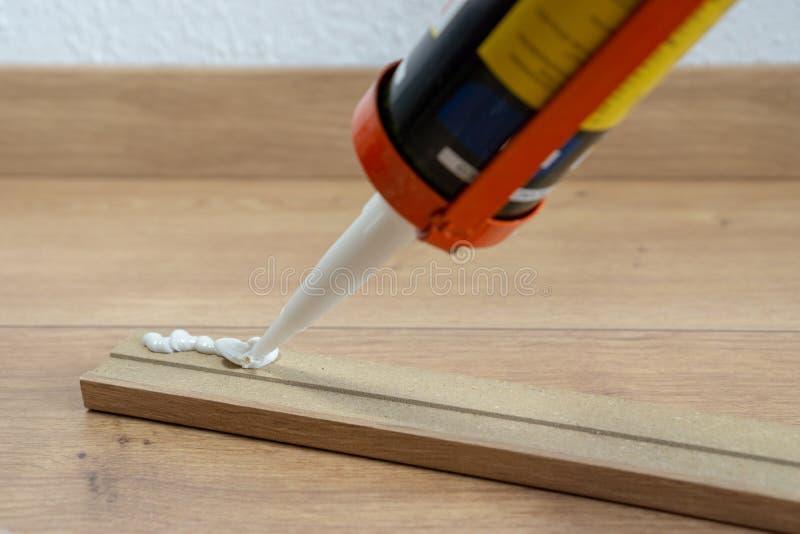 Colagem para caber do contorno ou a tábua de lavar, assoalho estratificado, renovação da casa fotos de stock
