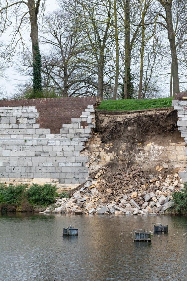 Colapso da parede medieval de Maastricht foto de stock