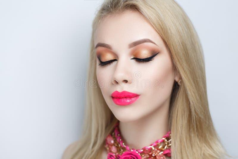 Colar cor-de-rosa da mulher fotos de stock royalty free
