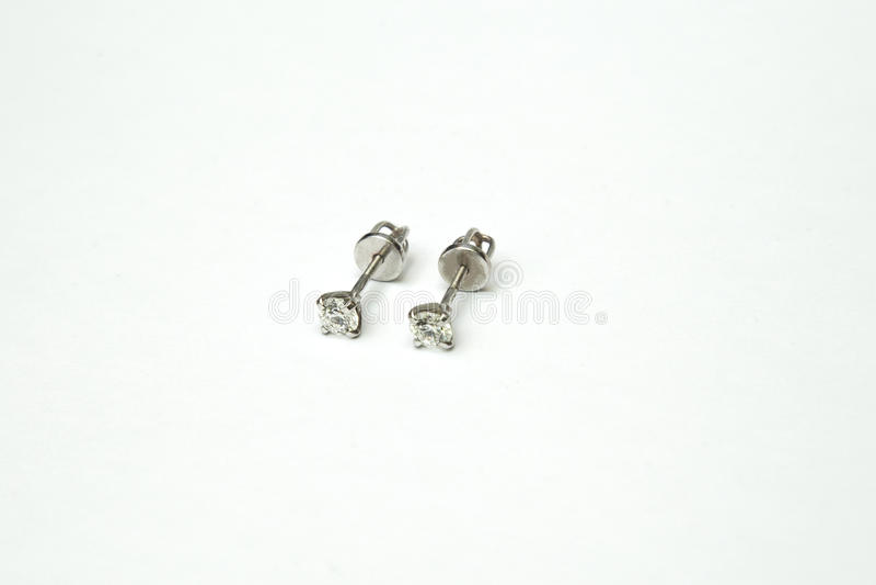 A colar de diamante bonita e luxuosa jewely com anel, brincos ajustou-se no fundo branco imagem de stock
