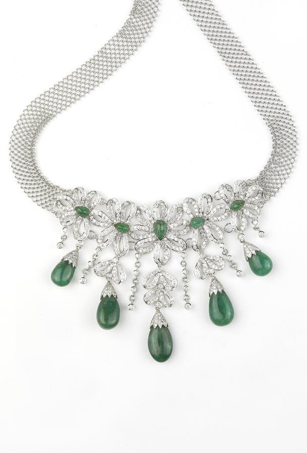 Colar de diamante com esmeraldas fotografia de stock royalty free