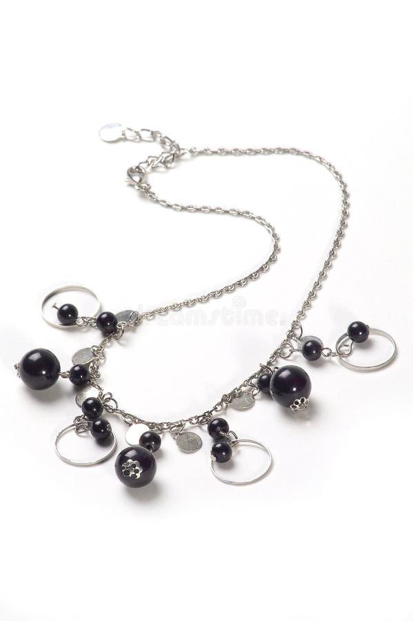 Colar de prata com esferas pretas imagem de stock royalty free