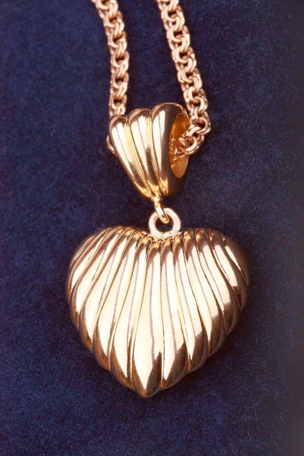 Colar dourada do coração foto de stock royalty free