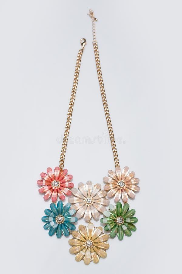 Colar feminino do metal sob a forma das flores imagem de stock royalty free