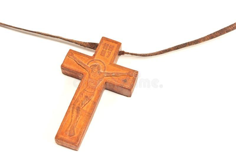 Colar transversal cristã de madeira isolada no branco fotografia de stock