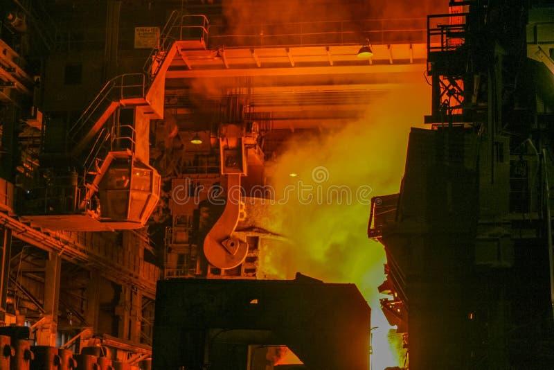 Colata dell'acciaio nel forno Martin fotografia stock