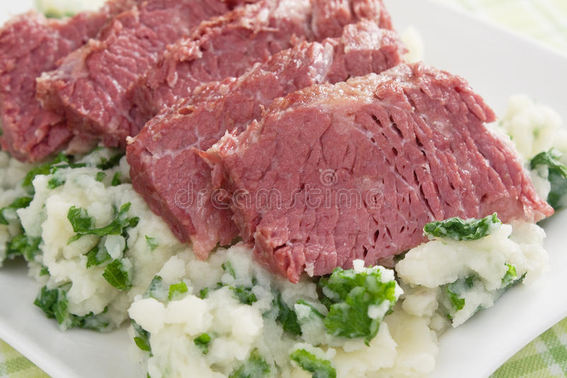 Colcannon e carne em lata imagem de stock
