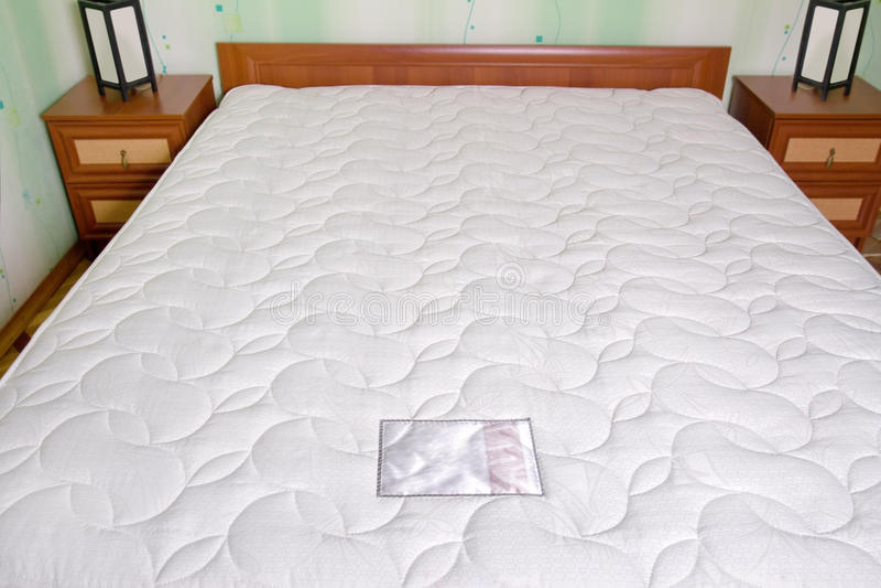 Colchão da cama. Interior do quarto imagens de stock royalty free