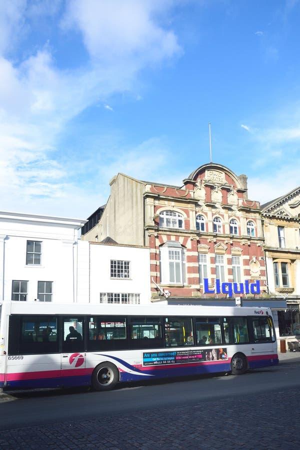 Colchester hipodromu klub nocny z autobusem w przedpolu obraz royalty free