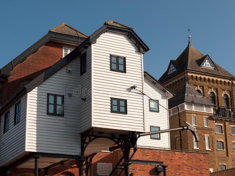 Colchester maler gammalt vatten berömd arkitektur för stort husgods royaltyfria bilder